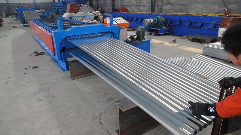 Corrugated roof panel forming machine